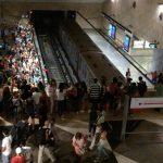 Lizbon metrosunda taraftar kalabalığı
